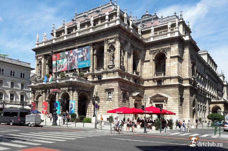 Около Венгерского театра