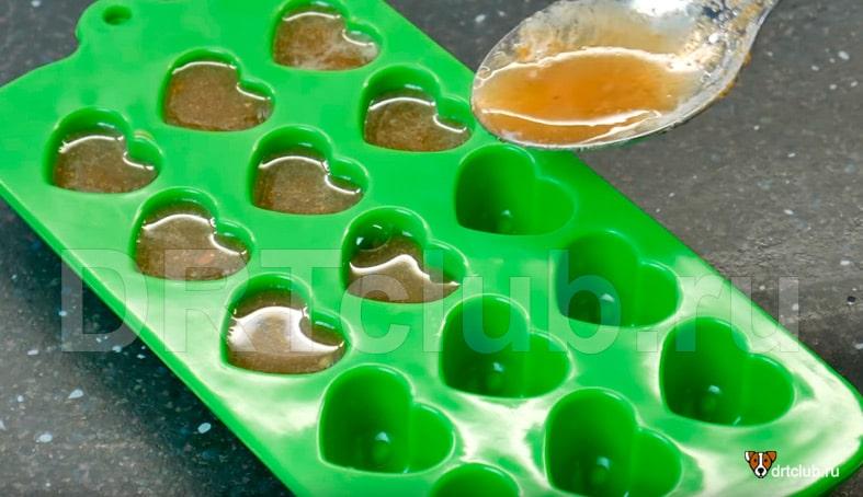 Разливаем полученную смесь в формочки